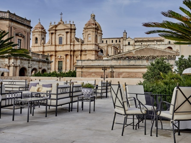 noto terrace view luxury holiday sicily baroque city hotel accomodation dolce vita luxury urban boutique hotel comfort sicily noto palermo catania trapani ragusa Syracuse modica