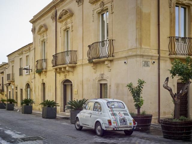 noto terrace view luxury holiday sicily baroque city hotel 500 car dolce vita accomodation dolce vita luxury urban boutique hotel comfort sicily noto palermo catania trapani ragusa Syracuse modica