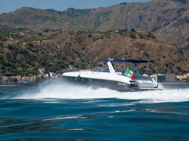 speed boat water sea sicily Adrenaline Rush fast fun riposto aelian islands taormina